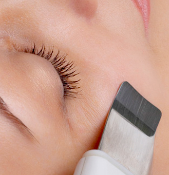 Esthiology brush on a woman's face